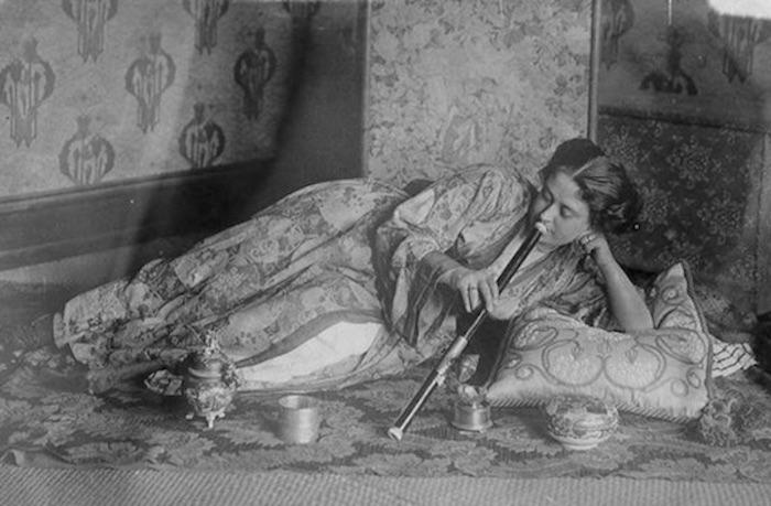 woman_opium3